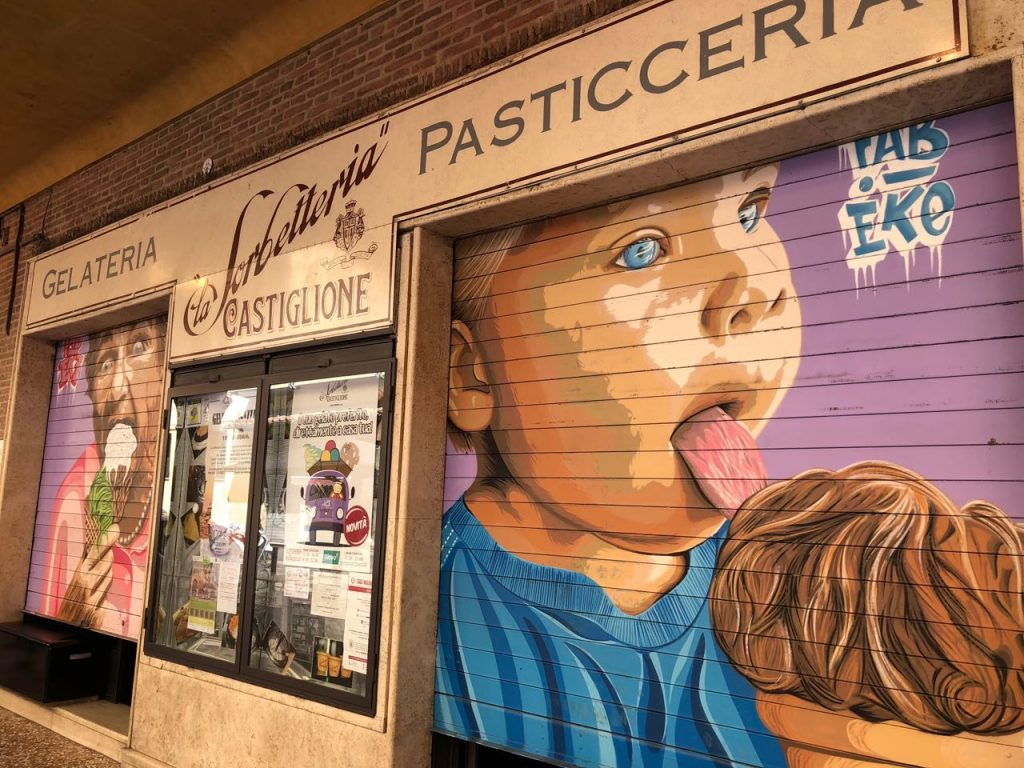 Drawings of people eating ice cream outside gelateria La Sorbetteria Castiglione in Bologna