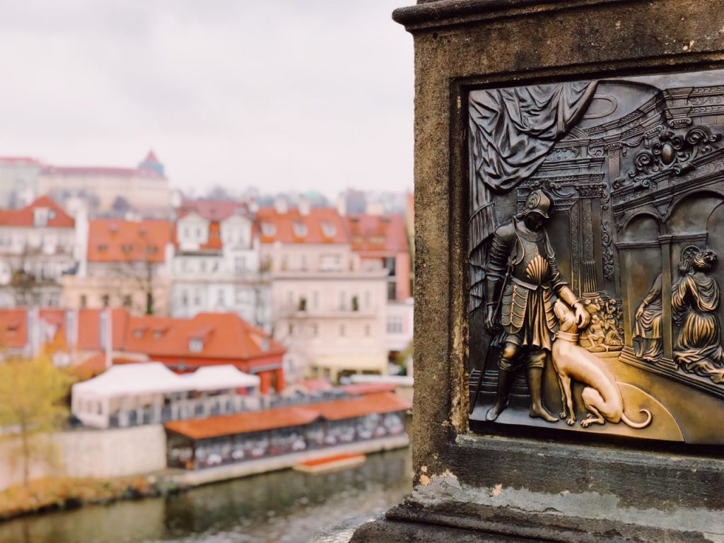 Deatil with dog at Charles bridge