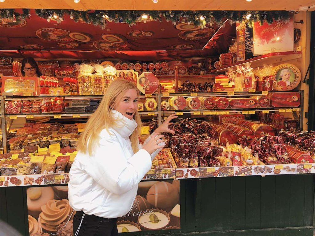 "Woman ""attacking"" a stand at the Salzburg Christmas market"