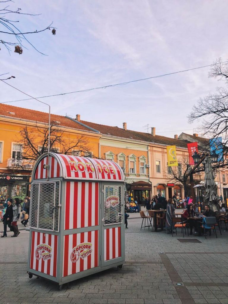 A typical popcorn booth in Novi Sad that children love