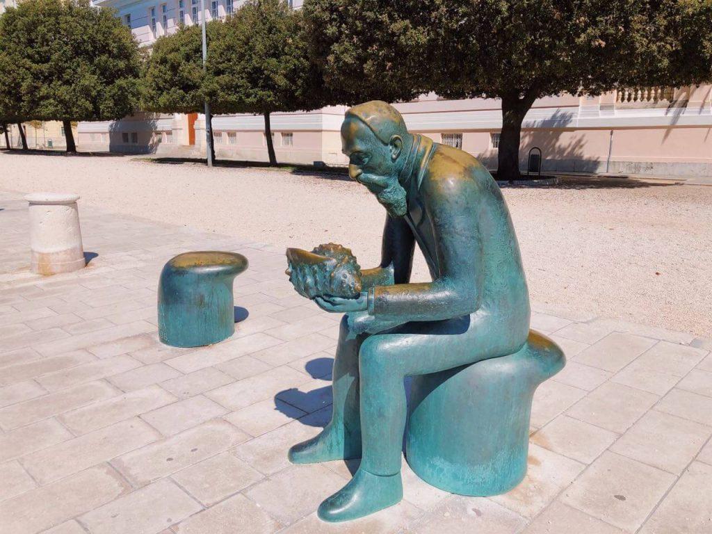 The statue of Špiro Brusina in front of the university in Zadar