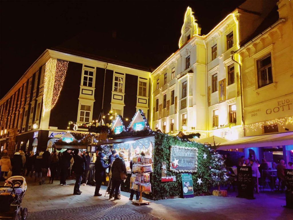 The Christmas market on Glockenspielplatz