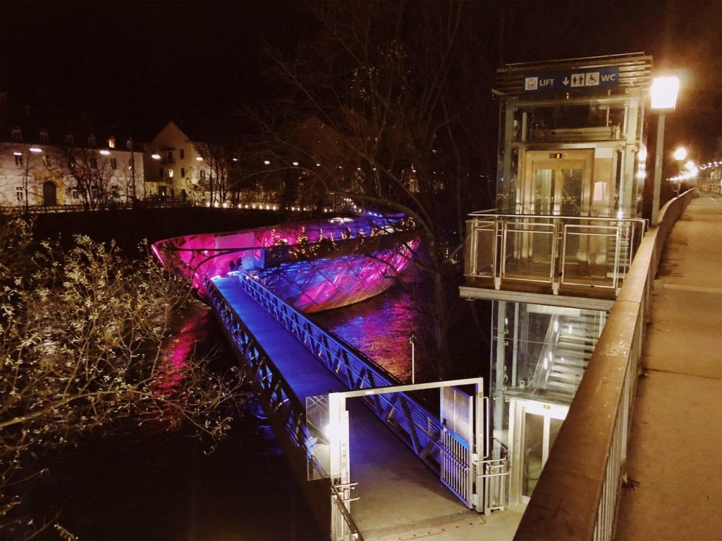 Murinsel looks great at night